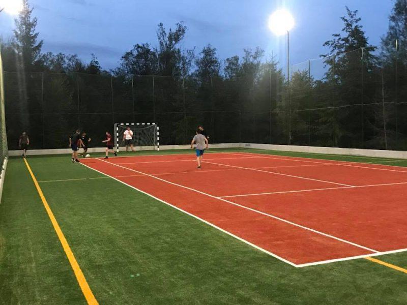 Proiectare și execuţie terenuri sportive cu gazon artificial sintetic